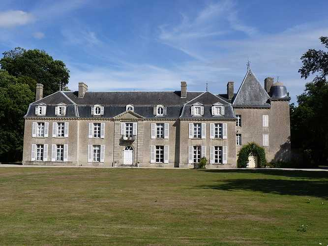 Le château de Bogar (Propriété privée) 0